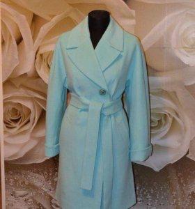 Распродажа новых женских пальто, закрыл магазин
