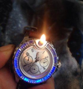 Часы-зажигалка с разноцветной подсветкой
