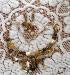 Комплект :серьги и ожерелье
