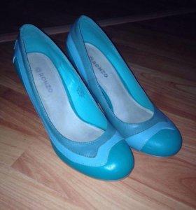 Туфли на каблуке 37,5р