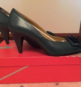 Туфли женские кожаные. Р 37. Италия. Б/у 2 раза.