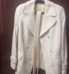 Продам пальто драповое новое !