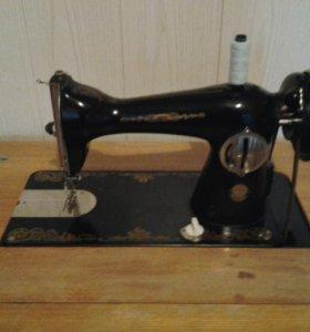 Швейная машина с столом