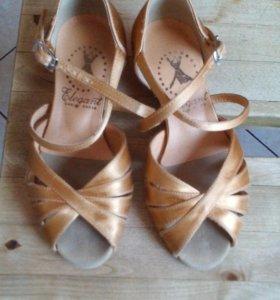 Elegant танцевальные туфли.