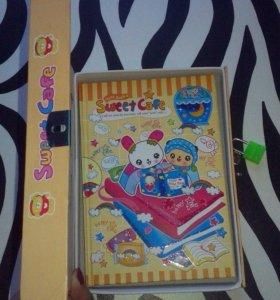 Яркий блокнот-дневник на замочке в коробке