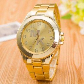 Часы МК новые золотого цвета
