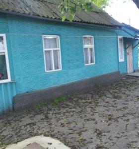 1/2 дома в Тихорецке 32 кв м есть жилая кухня 35 .