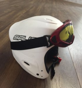 Горнолыжный шлем и очки