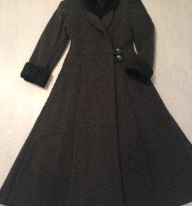 Продам пальто р42