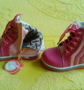 Новые осенние ботинки, р-р 25