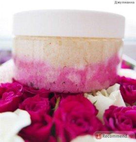 Кокосовый скраб для тела Розовые лепестки