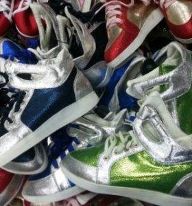 2 пары новых ботинок