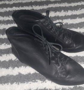 Ботинки Stradivarius 36р