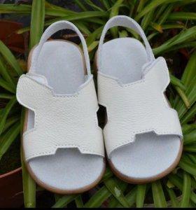 Мягкие и удобные сандалики для девочки