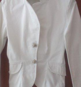 Белоснежный пиджачек