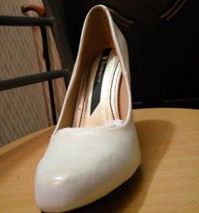 Туфли белые перламутр новые