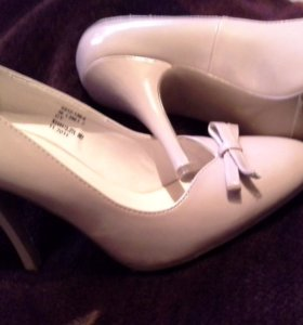 Туфли женские,очень красивые и удобные,новые 39р