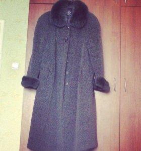 Пальто абсолютно  новое