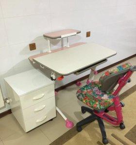 Школьная парта и кресло с тумбой