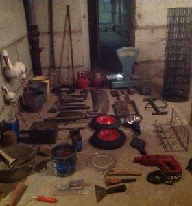 Лопаты , грабли , тяпка , различный инструмент....