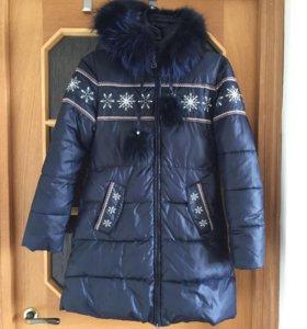 Пальто зимнее на девочку 12 лет. Рост 158 см.