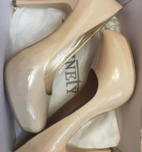 Туфли Marinely бежевые лаковые 40размер