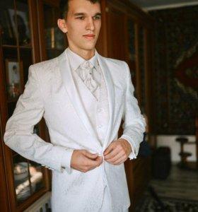 Мужской свадебный костюм тройка
