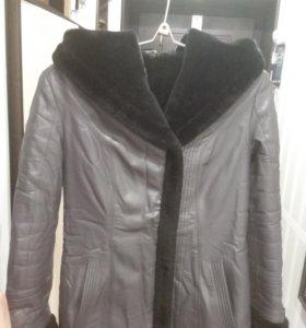 Куртка зимняя с капюшоном искусств.