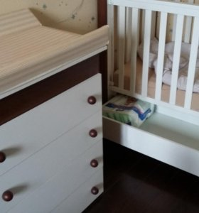 Детская кроватка, пеленальный комод , текстиль