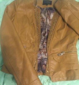 Курточка экокожа со стразами