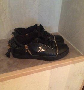 Продаются туфли женские