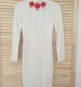 Белое платье с открытой спиной LOVE REPUBLIC