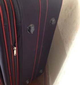 Чемодан на колесах (сумка дорожная)