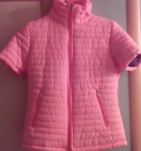 Куртка - жилет  новая 🌹