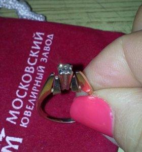 Кольцо золотое с брилиантом