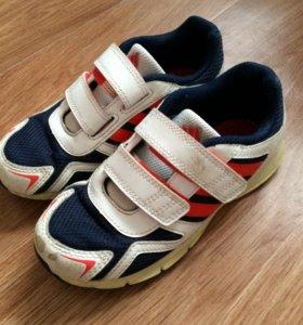 Кроссовки Adidas, р-р 30