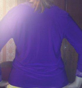 Фиолетовая кофта с рюшами