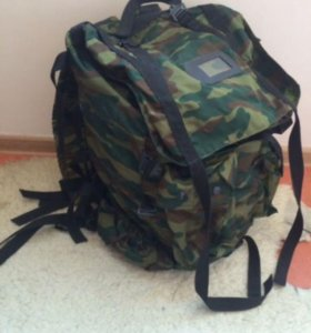 Военный рюкзак и спальный мешок