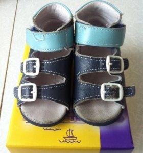 Босоножки и ботиночки на первые шаги