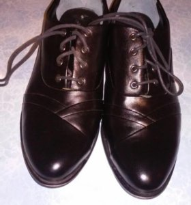 НОВЫЕ.  Туфли женские ,37р, Запасные набойки ТОРГ