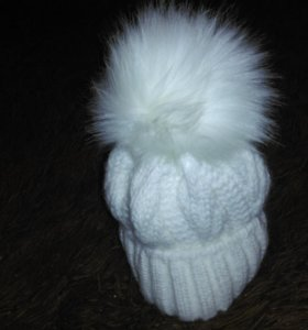 Зимняя шапка с пушистым пумпоном