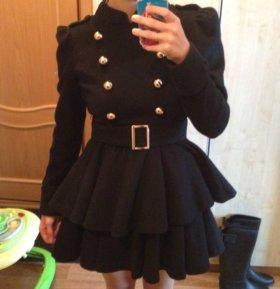 Стильное пальто с расклешенной юбочкой