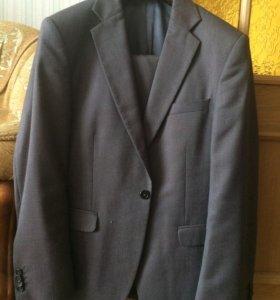 Серый-перламутровый мужской костюм