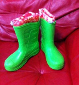 Новые резиновые сапоги для девочки
