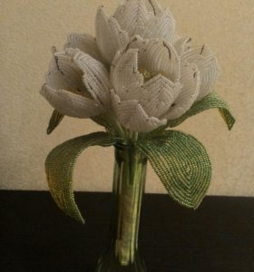 Цветы букет тюльпаны белые девушка подарок бисер