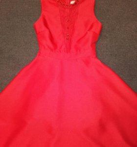 Красивое,яркое,красное платье
