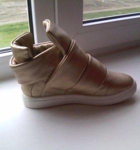 Новые Ботинки женские 35р