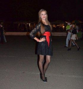 Чёрное гипюровое платье