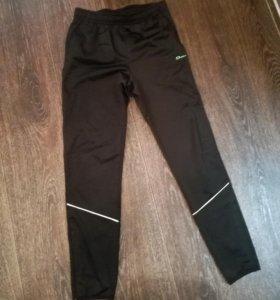 Спортивные штаны, футболка на рост 146