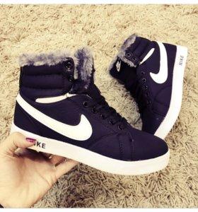 Кроссовки Nike с мехом